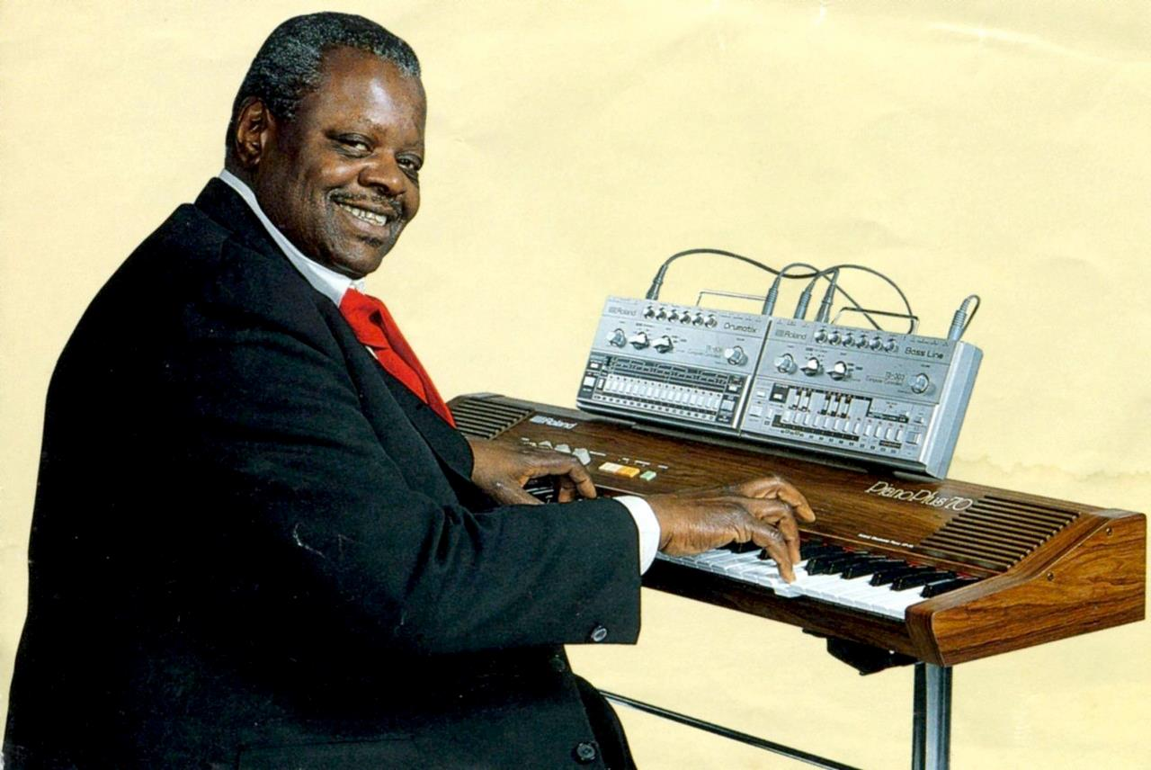 1982 Roland Ad featuring Oscar Peterson with Piano Plus, TB-303 and TR-606
